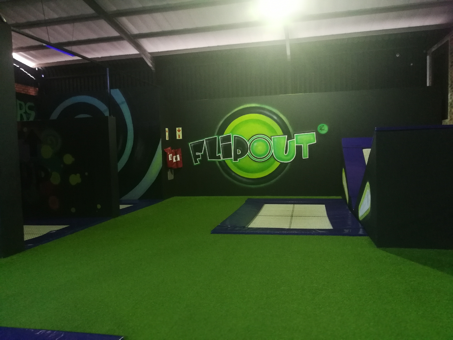 flip-out-trampoline-arena-in-centurion
